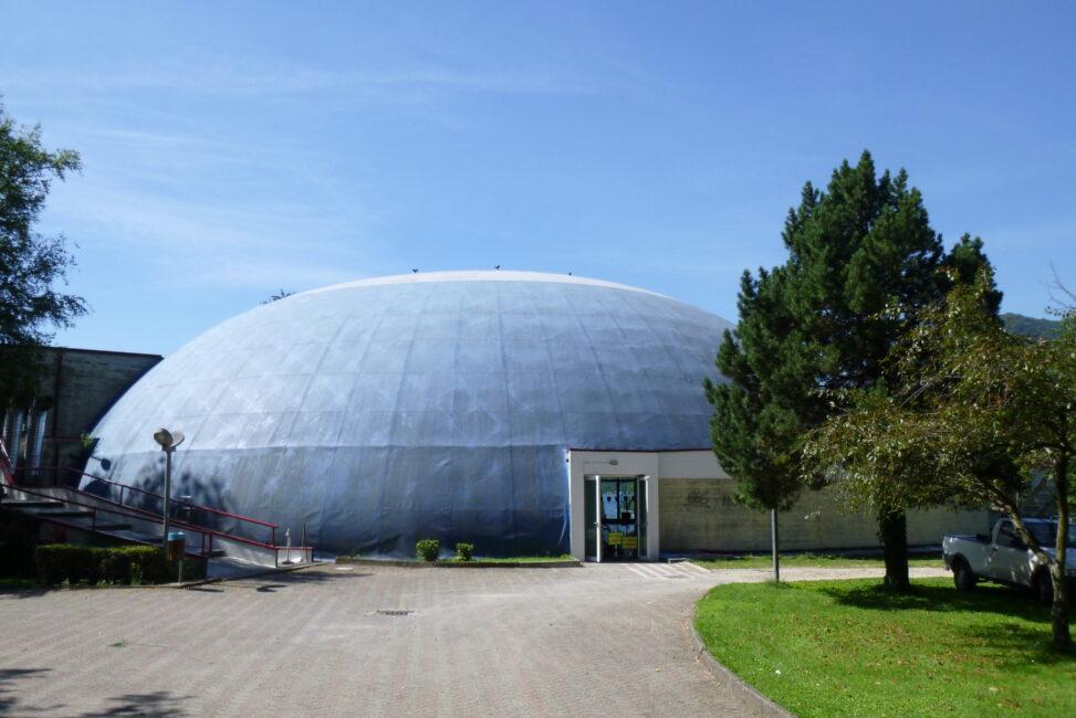 Centro Sportivo Omegna. Das Schwimm-Ufo.